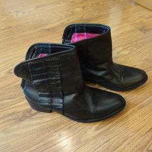 Betsey Johnson Ruffle Leather Booties Small 7.5